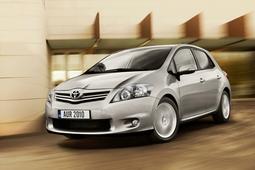 Autoesittely Toyota Auris (2010)