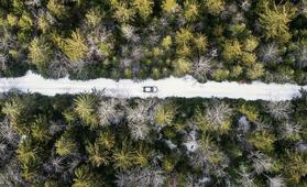 Toimiiko sähköauto talvella? Näillä konsteilla maksimoit toimintamatkan