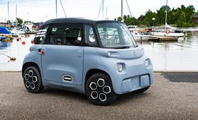 Pieni ja karsittu – koeajoimme täyssähköisen Citroën Amin, joka maksaa kotimaassaan vain 6000 euroa