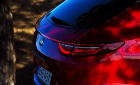 Audi vaihtui Kiaan – urheilulliseen mallistoon panostava korealaismerkki Suomen alppihiihtomaajoukkueen sponsoriksi