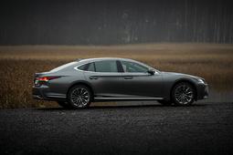 Tervetuloa hiljaisuuteen – koeajossa käsintehty mestariteos Lexus LS 500h (vm.2018)