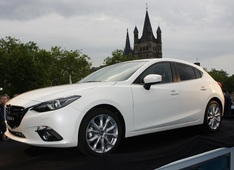 Autoesittely Mazda3 2013