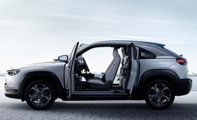 Kaappariovilla varustettu täyssähköinen Mazda MX-30 sai Suomen hinnat – hankintatuella 33990 euroa