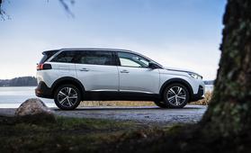 Koeajossa 7-paikkainen Peugeot 5008 (vm. 2018) – onnistunut yhdistelmä tilaa ja vaivattomuutta