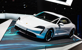 Joko on sähköauton vuoro? Yksi näistä automalleista on Vuoden Auto Suomessa 2021