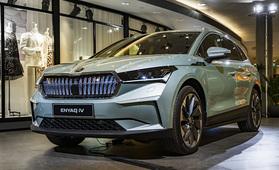 Vaikuttava ilmestys: Škoda Enyaq iV ensiesittelyssä – ensi vuoden sähköinen myyntitykki?