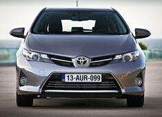 Autoesittely Toyota Auris 2013