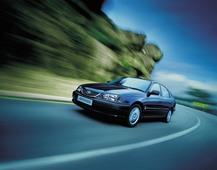 Autoesittely Toyota Avensis 1997-2003