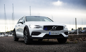 Koeajossa korotettu Volvo V60 Cross Country – hienosti hiottu ja käytännöllinen kokonaisuus