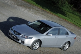 Autoesittely Honda Accord 2003-2007