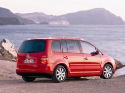 Autoesittely Volkswagen Touran 2003