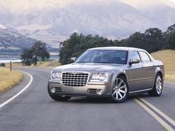 Autoesittely Chrysler 300C 2008