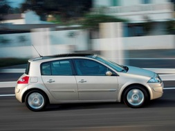Autoesittely Renault Megane 2005