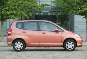 Autoesittely Honda Jazz 2003-2008