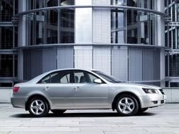 Autoesittely Hyundai Sonata 2005