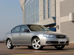 Autoesittely Subaru Legacy 2007