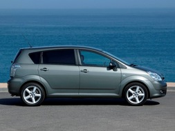 Autoesittely Toyota Corolla Verso 2005