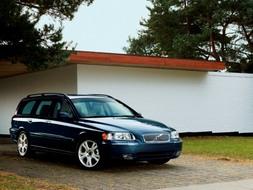 Autoesittely Volvo V70 2003