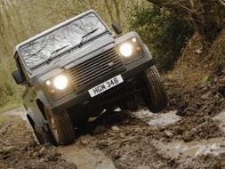 Autoesittely Land Rover Defender (2008)