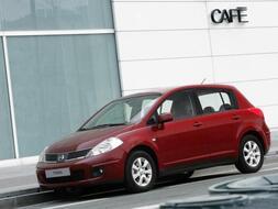 Autoesittely Nissan Tiida 2009