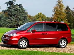 Autoesittely Peugeot 807 2009