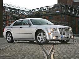 Autoarvio: Koeajossa Chrysler 300C V6 CRD