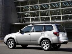 Autoesittely Subaru Forester 2008