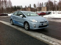 Tutustumisajo: Toyota Prius pistokehybridi
