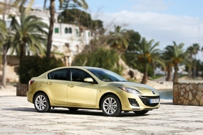 Autoesittely Mazda3 2010