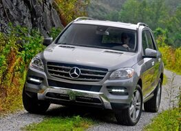 Autoesittely Mercedes-Benz ML 2012
