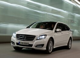 Autoesittely Mercedes-Benz R-sarja 2012