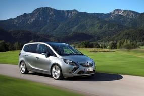 Autoesittely Opel Zafira Tourer (2012)