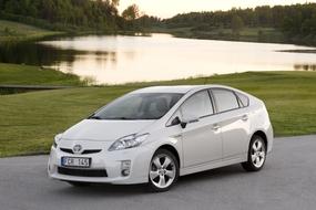 Autoesittely Toyota Prius (2011)