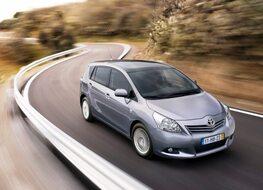 Autoesittely Toyota Verso 2012