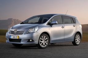 Autoesittely Toyota Verso 2.0 D-4D Luxury 7p (2009)
