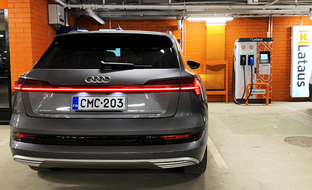 Audi testasi Suomessa: näin pakkanen vaikuttaa sähköauto e-tronin toimintamatkaan