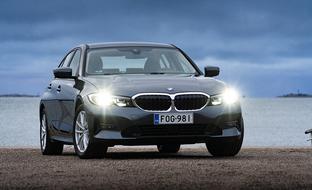 Lataaminen kannattaa – koeajossa BMW 330e -lataushybridi