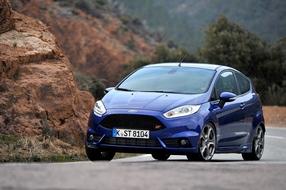 Autoesittely Ford Fiesta ST 2013