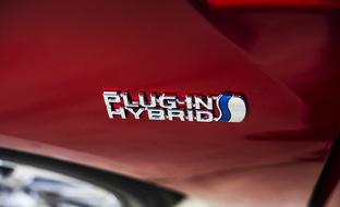 Harkitsetko hybridiautoa? Ota nämä kaikki asiat huomioon