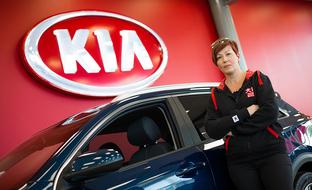Miksi suomalainen ostaa Kian? Taina tietää vastauksen 2000 auton kokemuksella