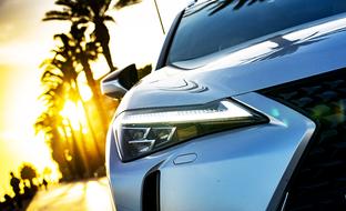 Ensifiilikset: Lexus UX 250h on tyylikäs mutta nafti kooltaan