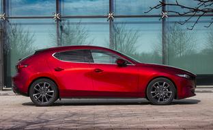 Hintaluokkansa kaunein? Koeajossa täysin uusi Mazda3 M Hybrid Luxury AT (vm. 2019)