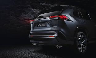 Toyotalta uusi Plug-in Hybrid suosittuun RAV4:ään – tehoa 306 hv ja toimintamatka sähköllä yli 60 km