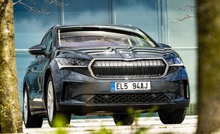 Ensifiilikset Škoda Enyaq iV -täyssähköautosta – kirkkaasti yksi tämän hetken houkuttelevimpia automalleja