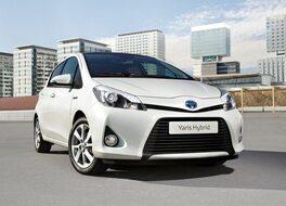 Autoesittely Toyota Yaris hybrid 2012