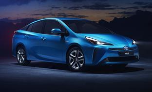 Toyota Prius uudistuu – hybridi tuodaan Suomeen vain nelivetoisena