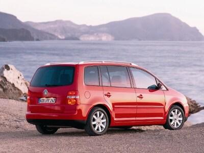 Autoesittely Volkswagen Touran 2006-2009