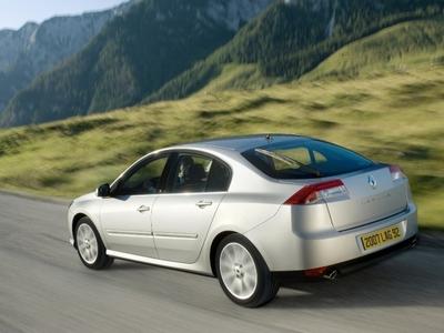 Autoesittely Renault Laguna 2008-2010