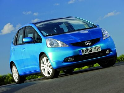 Autoesittely Honda Jazz 2009-2011