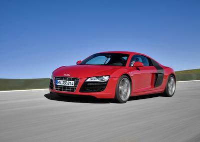 Autoesittely Audi R8 2012